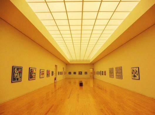 Museu de Arte Contemporânea Nadir Afonso, sala de exposição permanente, Chaves, Portugal, 2015. Arquiteto Álvaro Siza<br />Foto Adriano Tomitão Canas