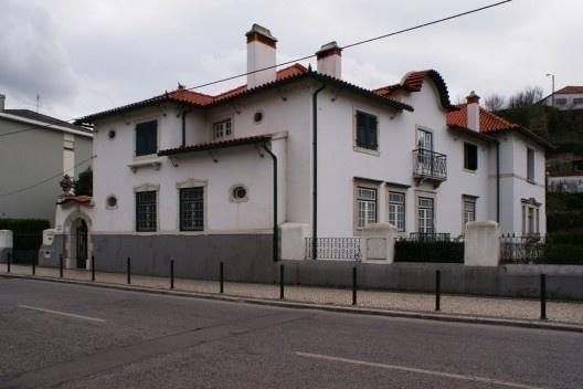Fig. 01 – Villa Hortênsia: fachada Norte voltada para rua, e fachada Poente<br />Foto Mónica Romãozinho