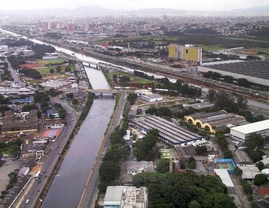 Parque Anhembi, contexto urbano, arquitetos Jorge Wilheim, Miguel Juliano e Massimo Fiocchi, São Paulo, 1963-1972<br />Foto Nelson Kon
