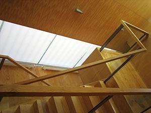 Da varanda interior no acesso aos quartos, a escada e átrio<br />Foto do autor
