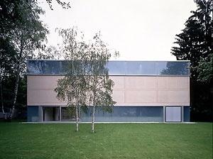 Galeria Goetz, 1897, Jacques Herzog & Pierre de Meuron. <www.sammlung-goetz.de> [2006]. The Goetz Collection
