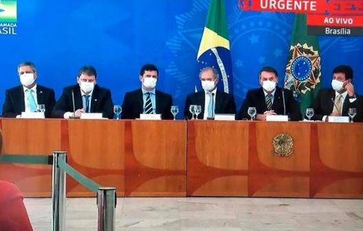 Gabinete de crise... histérica<br />Foto Abilio Guerra