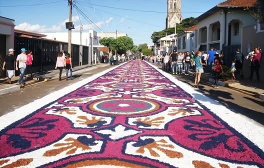Festa de Corpus Christi em São Manuel SP, junho 2015<br />Foto Inemotivo  [Wikimedia Commons / Creative Commons]