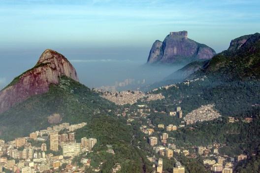 Comunidade da Rocinha, Rio de Janeiro<br />Foto Chensiyuan  [Wikimedia Commons]
