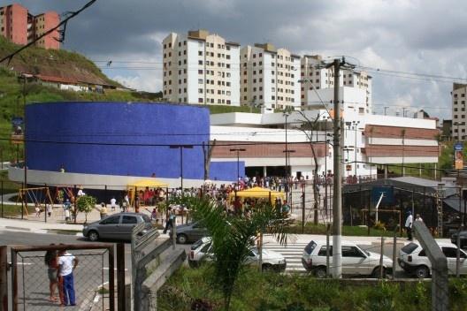 Escola do Jardim Santo André, Santo André, SP, 2003. Escritório Brasil Arquitetura<br />Foto Nelson Kon