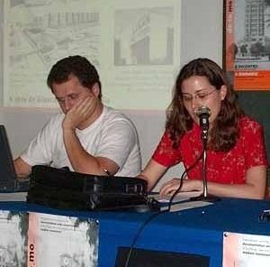 Comunicação de trabalho (8/10/02). Aline Coelho Sanches (EESC-USP) e Alexandre Ferro (Belas Artes)<br />Foto Hugo Segawa