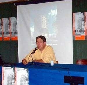 """Biblioteca Docomomo: Renato Anelli (EESC-USP) um dos autores de """"Rino Levi: arquitetura e cidade"""" (9/10/02)<br />Foto Hugo Segawa"""