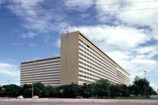 Hospital Universitário / UFRJ, arquiteto Jorge Machado Moreira, Ilha do Fundão, Rio de Janeiro, 1957<br />Foto Hugo Segawa