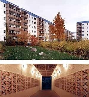 Bairro Amarelo (Gelbes Viertel) em Berlim-Hellersdorf. Brasil Arquitetura, SP (autores), com NGM Architekten 1997-98. Vista do pátio do Bloco 1, Transpasse com azulejos da Tribo Kadiwéu