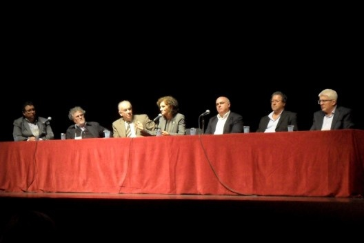Sessão de Abertura, no TUCA.  Orlando Ribeiro (pres. Asbea-PR), Sérgio Pires (pres. IPPUC), Waldemiro Gremski (reitor PUC-PR), Cláudia Cabral (coord. Docomomo Brasil), Carlos Nigro (Decano da EAU-PUCPR), Jeferson Navolar (pres. CAU-PR), Salvador Gnoato (c<br />Foto Michelle Schneider