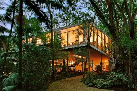 Casa de Vidro, sede do Instituto Bardi, São Paulo SP. Arquiteta Lina Bo Bardi, 1949<br />Foto Nelson Kon