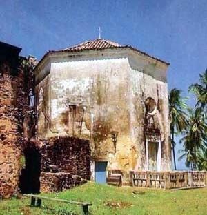 2. Capela da Torre de Garcia d'Ávila [Valladares et al., Nordeste Histórico e Monumental, v. IV, 1990]