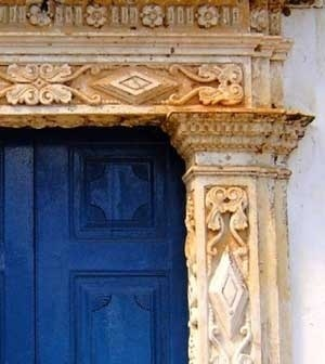 11. Arquitraves e pilastras da portada da capela de N. S. do Patrocínio<br />Foto do autor