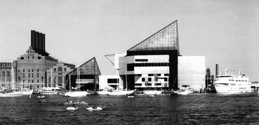 """Figura 18 – Aquário Nacional de Baltimore, uma das principais """"ancoras"""" da revitalização do Inner Harbor. Arquitetos: Cambridge Seven. <br />Foto V. del Rio"""
