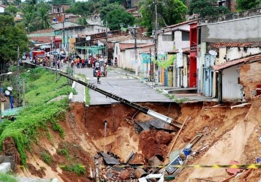 Deslizamento de terra em Natal, 2014<br />Foto Marco Polo  [Secretaria de Comunicação da Prefeitura de Natal]