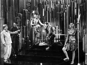 Cena do filme Just Imagine  USA, Fox, 1930 [NEWMANN, Dietrich (editor). Film architecture: from Metropolis to Blade Runner. New York, ]