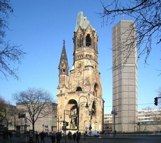 Fig. 1: Berlim, Gedächiniskirche<br />Foto do autor, 2009