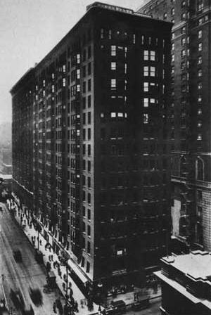 Vista da ala norte. Destaque para tripartição vertical sugerida na fachada.  [Monadnock Building www.monadnockbuilding.com]