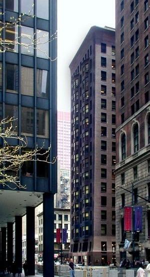 Entrada norte do Monadnock Building, com o Federal Center em primeiro plano.  [Graham, Anderson, Probst and White. www.gapw.com]