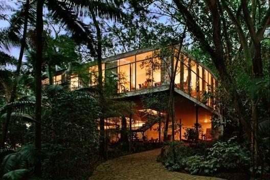 Residência Lina Bo Bardi (Casa de Vidro), Bairro Morumbi, São Paulo SP, 1949. Arquiteta Lina Bo Bardi. <br />Foto Nelson Kon