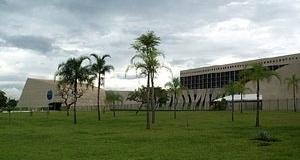 Oscar Niemeyer. Sede do Superior Tribunal de Justiça [www.infojus.gov.br/portal/imagens/noticia/2006/22458PP1.jpg]