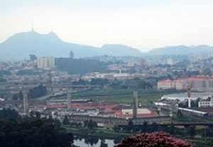 Vista panorámica de Sao Pablo, con edificios y ocupaciones diversificadas<br />Foto Rein Geurtsen Workshop Rios Urbanos, 2003