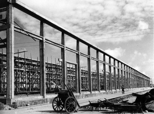 Construção de armazém no Porto do Recife, Pernambuco, 1937<br />Foto Benício Whatley Dias  [Acervo Fundação Joaquim Nabuco – Ministério da Educação]