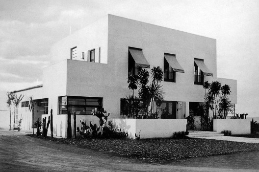 Casa da Rua Santa Cruz, São Paulo, 1927. Arquiteto Gregori Warchavchik<br />Foto Hugo Zanella  [Acervo FAU USP]