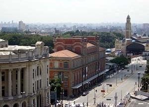 Região da Luz, com a estação de trem, Estação Pinacoteca e a Sala São Paulo<br />Foto Merten Nefs, fev. 2005