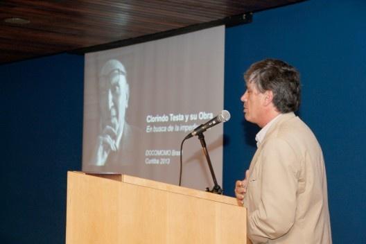 Fernando Diez, apresentou o trabalho Clorindo Testa y su Obra, no Auditório Maria Montessori<br />Foto Michelle Schneider