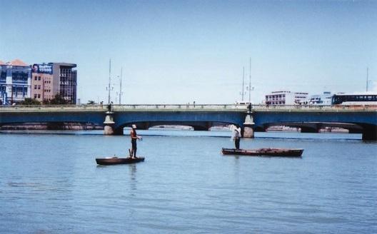 Pescadores no rio capibaribe<br />foto: Eliane Lordello