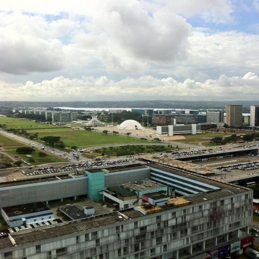 Centro comercial e área institucional do Plano Piloto de Brasília<br />Foto Abilio Guerra