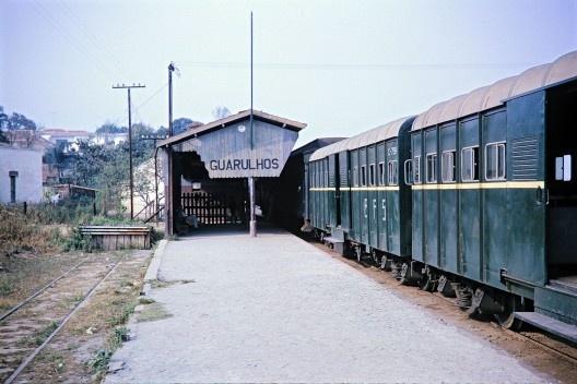 Trem da Cantareira, Estação Guarulhos, São Paulo<br />Foto divulgação, 1963