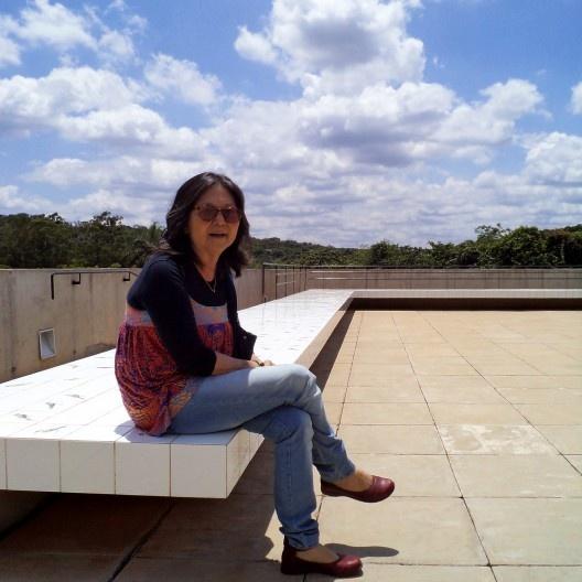 Nelci Tinem na cobertura da Galeria Adriana Varejão, Inhotim<br />Foto Ricardo Araújo