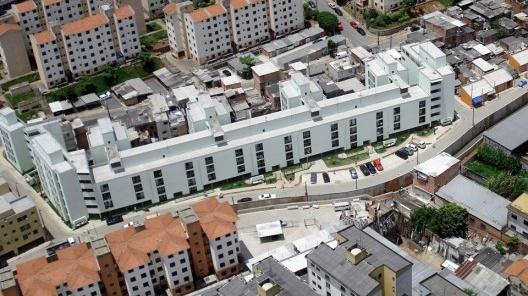 Heliópolis – Gleba A, projeto do escritório Vigliecca & Associados + High Tech Consultants para a Prefeitura Municipal de São Paulo<br />Foto Azul Serra / divulgação  [website Vigliecca & Associados]