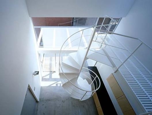 Escada helicoidal de acesso ao último piso<br />Foto Tomotsu Kuruwada