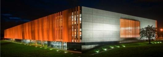 Sede da Fundação Habitacional do Exército, Brasília, uma das sete obras construídas resultantes de concursos realizados entre 2005 e 2010 [website concursos de projeto]
