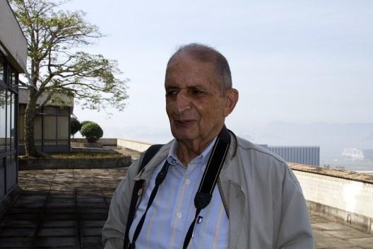 Roberto Segre (1934-2013) no terraço-jardim do Ministério da Educação e Saúde, atual Palácio Capanema, Rio de Janeiro, foto de 2012<br />Foto Silvana Romano Santos