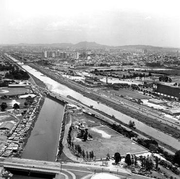 Marginal do Rio Tietê<br />Foto Nelson Kon