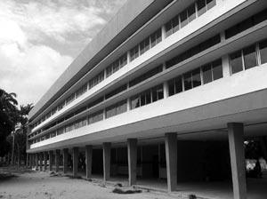 Edificio do IEP, localizado no entorno do Parque 13 de Maio em Recife [foto da autora]