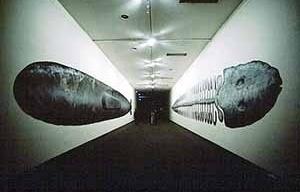 """""""Whale 1"""" and """"Whale 2"""", técnica mista sobre papel, 23 metros X 2 metros, 1989. Obra a ser exposta em julho de 2003 no Museu de Arte de Utsunomiya"""