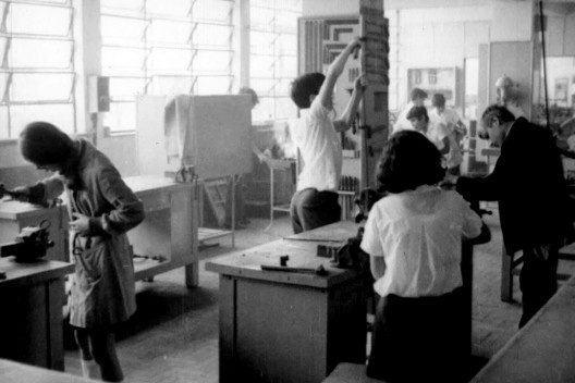 """Experiência de ensino vocacional, Colégio Oswaldo Aranha, São Paulo, 1969<br />Foto divulgação  [Filme """"Ensino Vocacional"""", direção de Aloysio Raulino e outros]"""