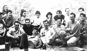 Otavio Leonídio, arquiteto brasileiro (de camiseta preta), na equipe do escritório de Christian de Portzamparc, Paris, 1992