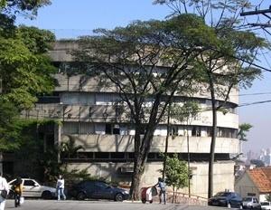 Edifício de uso comercial e habitacional junto ao terminal Jabaquara