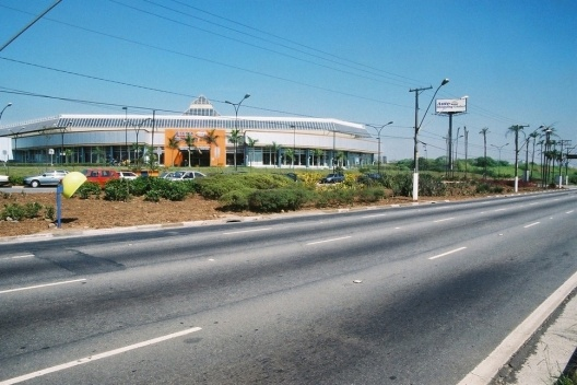 Projeto Global Shopping. Vista da fachada do Auto Shopping na Avenida dos Estados [Acervo da autora, 2003]