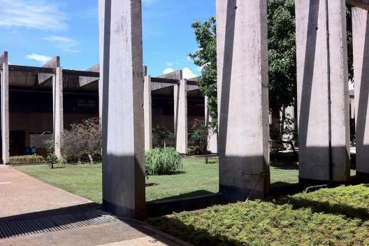 """Instituto Central de Ciências, o """"Minhocão"""", Universidade de Brasília, 1962. Arquiteto Oscar Niemeyer<br />Foto Abilio Guerra"""