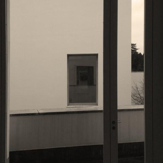 Eixo visual formado pelas aberturas das alas direita e esquerda, Museu de Serralves, Porto<br />Foto Ney Zillmer Neto
