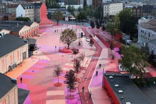 Superkilen Park, Copenhagen, Dinamarca, 2012. BIG – Bjarke Ingels Group<br />Forgemind ArchiMedia  [Wikimedia Commons]