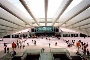 Entrada do recinto da Expo'98 através da Estação Oriente<br />Foto do autor