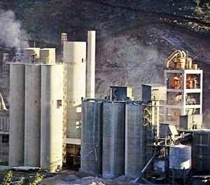 Moderna fábrica de cimento no Brasil